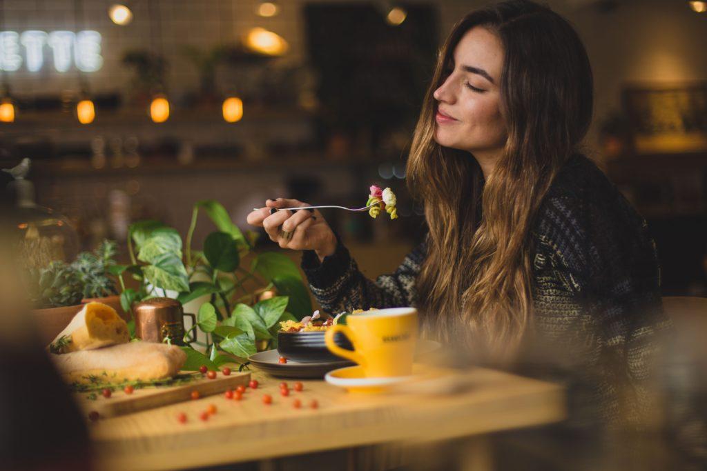 太りにくい食べる順番とタイミングの画像
