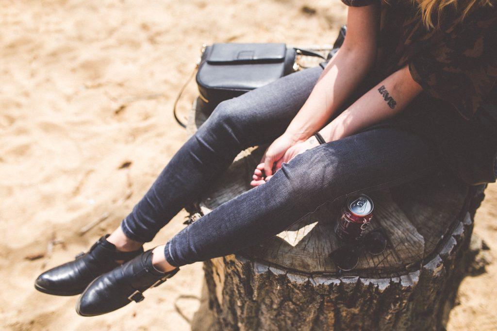 足を細くするための効果的習慣と簡単に行える筋トレやマッサージの画像